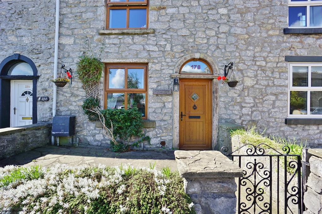 2 Bedrooms Terraced House for sale in Whalley Road, Clitheroe