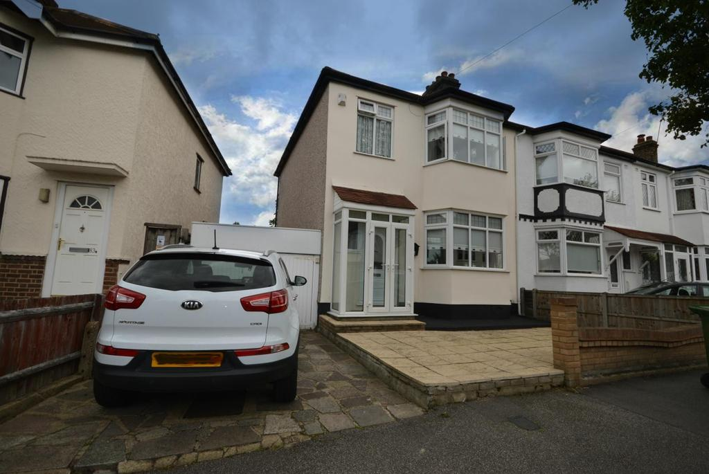 3 Bedrooms Semi Detached House for sale in Globe Road, Hornchurch, Essex, RM11