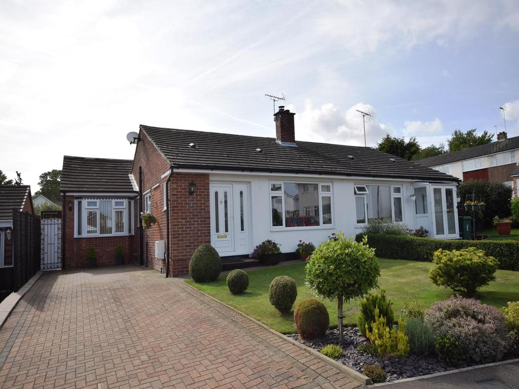 2 Bedrooms Semi Detached Bungalow for sale in Chelmer Drive, Dunmow, Essex, CM6