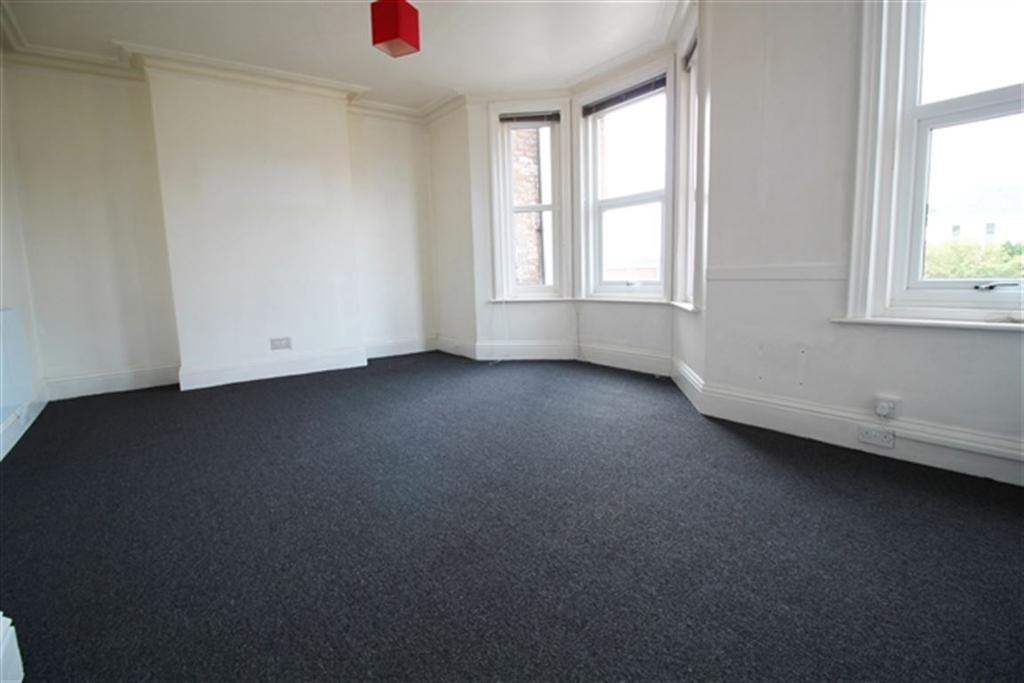3 Bedrooms Flat for rent in Holdenhurst Road, Bournemouth
