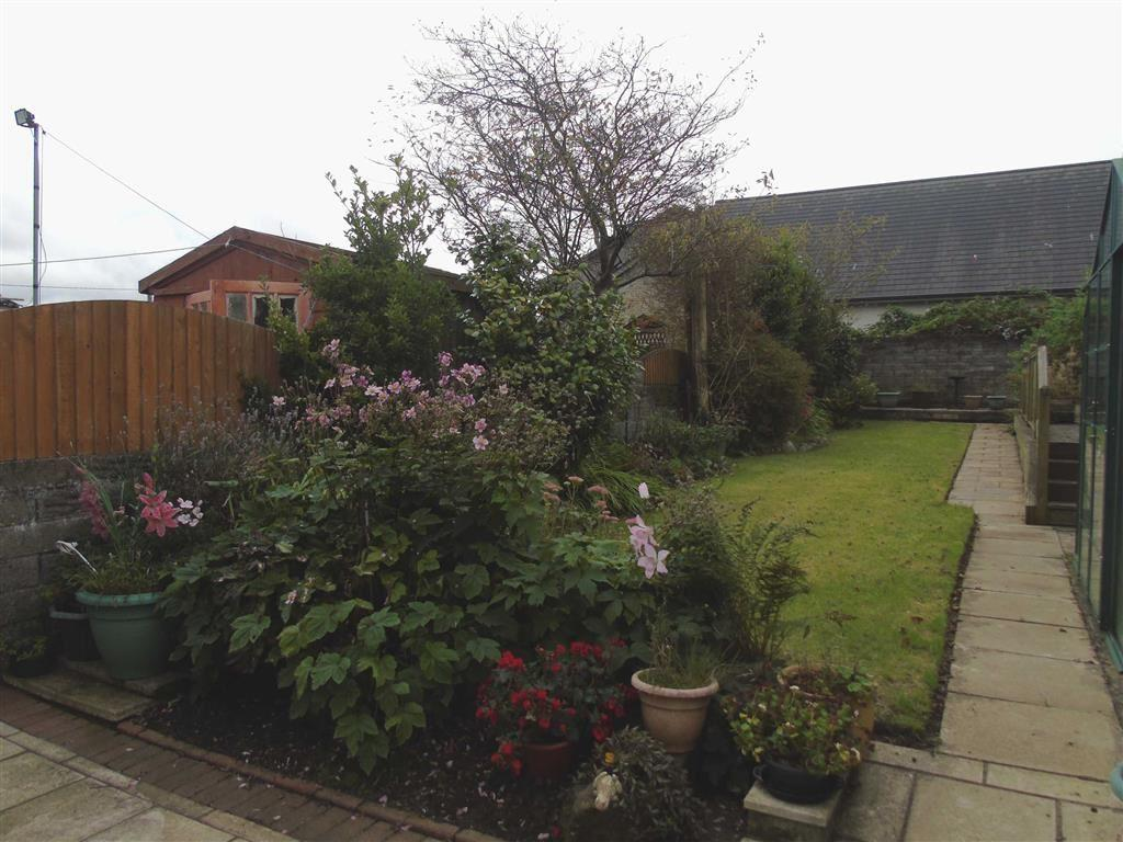 3 Bedrooms Semi Detached House for sale in Mynydd Garnllwyd Road, Morriston, Swansea
