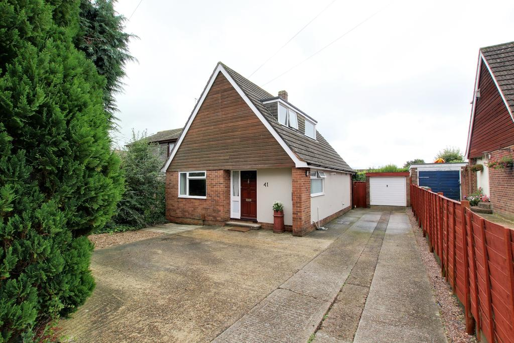 3 Bedrooms Semi Detached Bungalow for sale in CLANFIELD