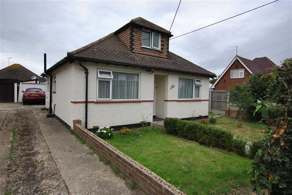 3 Bedrooms Chalet House for sale in Sutton Court Drive, Rochford, Essex