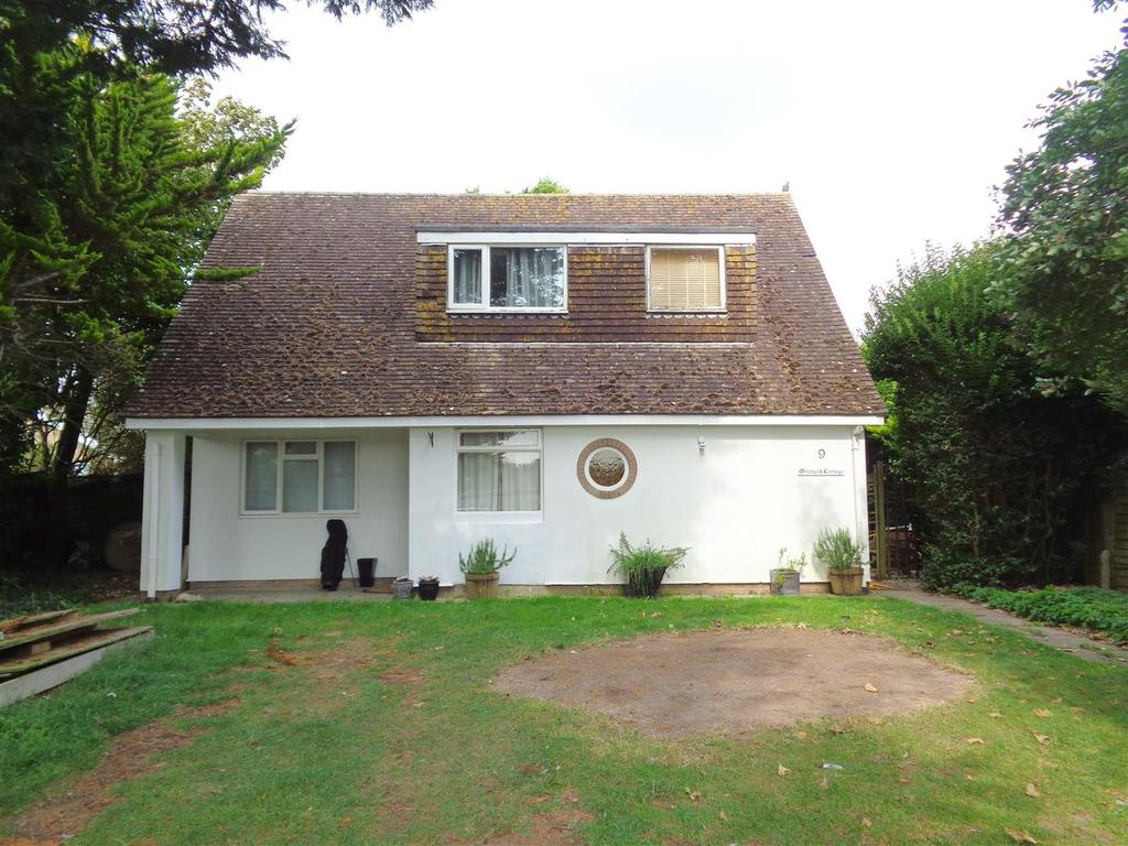 4 Bedrooms Detached House for sale in Pryors Lane, Aldwick