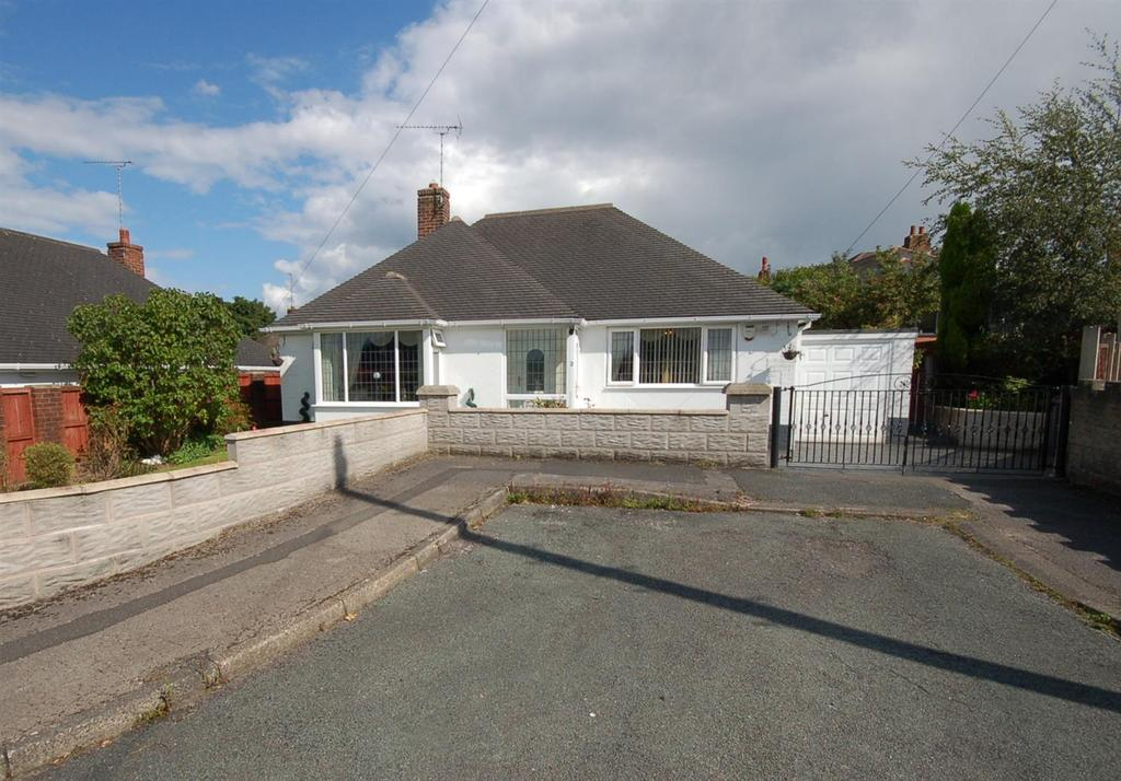 3 Bedrooms Detached Bungalow for sale in Cumberland Close, Kidsgrove