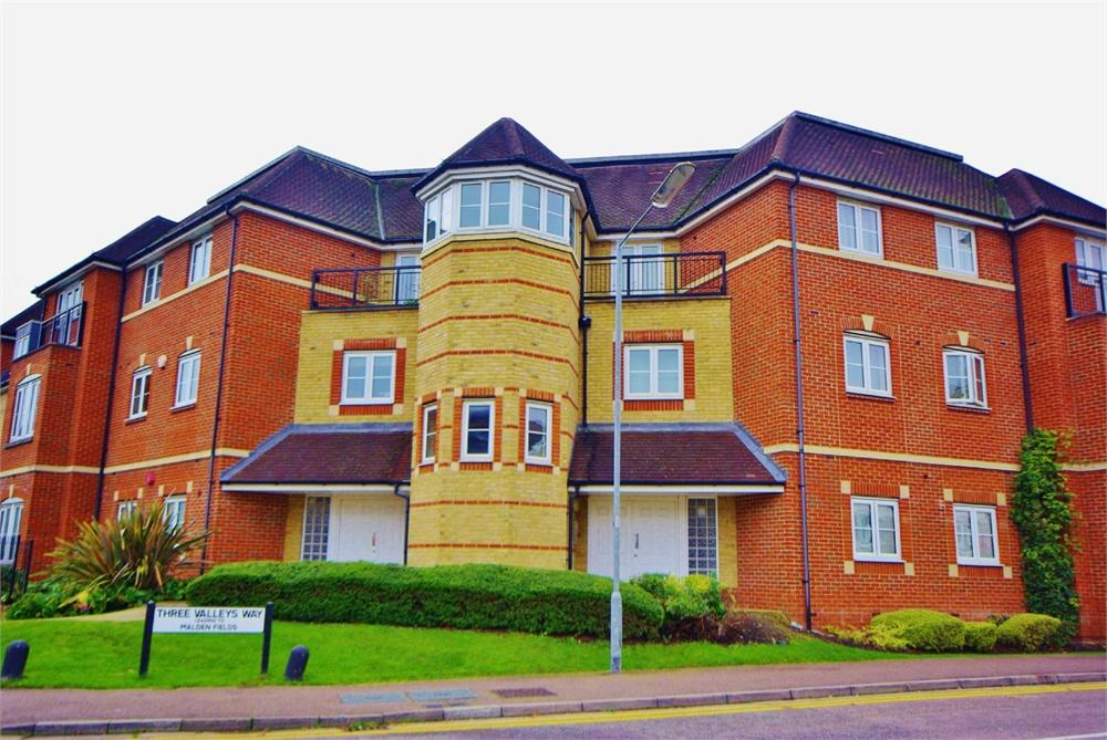 3 Bedrooms Apartment Flat for sale in Wellsfield, Bushey, Hertfordshire, WD23
