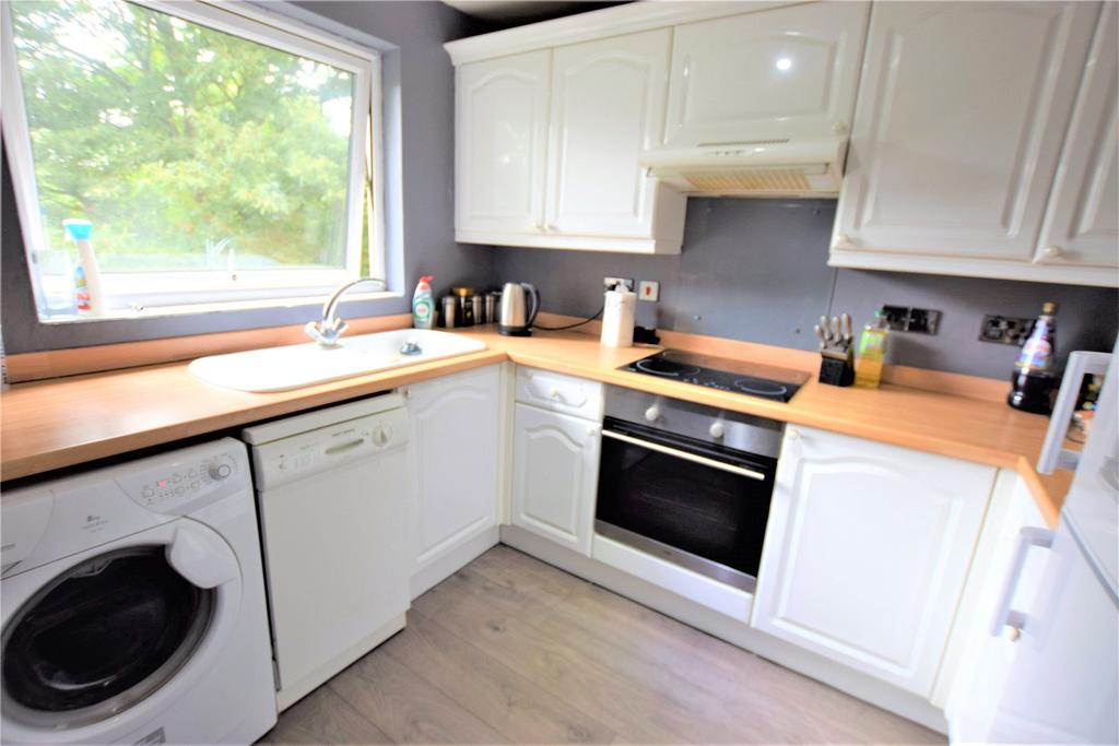 2 Bedrooms Apartment Flat for sale in Cuffley Court, Hemel Hempstead, Hertfordshire, HP2