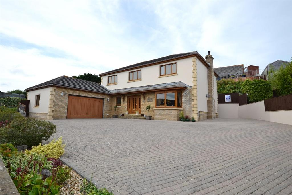 4 Bedrooms Detached House for sale in Hampshire Drive, Pembroke Dock