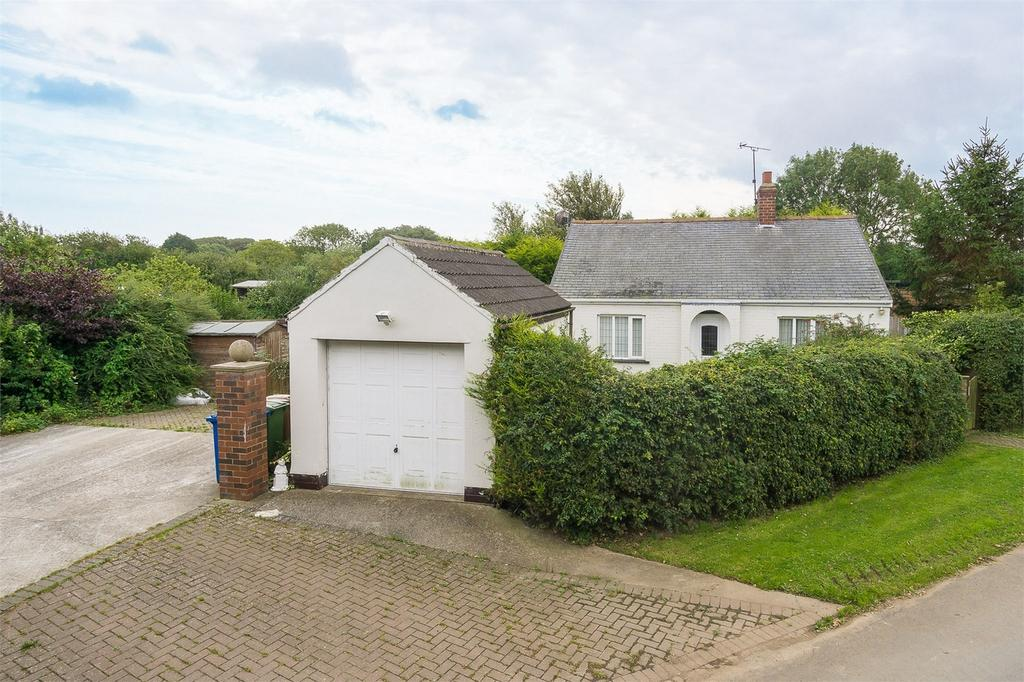 2 Bedrooms Detached Bungalow for sale in Seaside Road,, Holmpton, WITHERNSEA, East Riding of Yorkshire