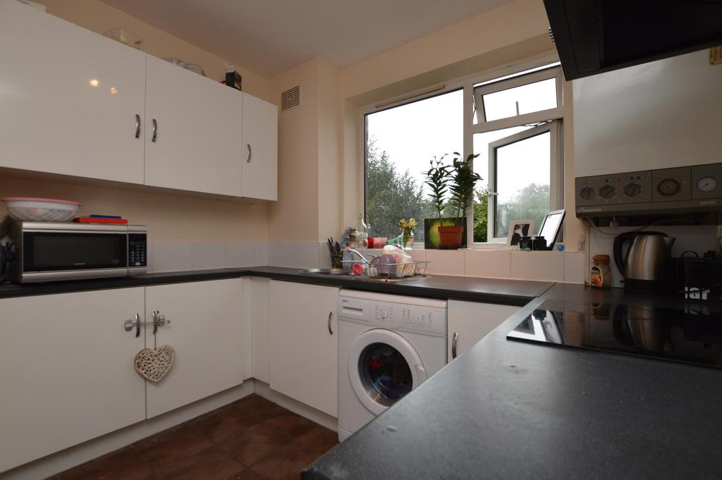3 Bedrooms Flat for sale in Court Road Wolsey Court SE9