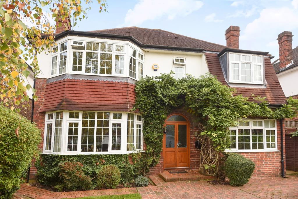 4 Bedrooms Detached House for sale in Foxes Dale London SE3