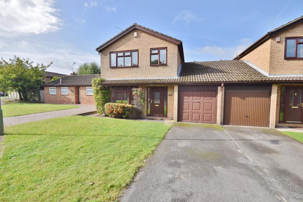 3 Bedrooms Link Detached House for sale in Black Dam, Basingstoke, RG21
