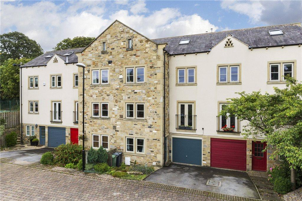 4 Bedrooms Town House for sale in Grove Mill Court, Otley, West Yorkshire