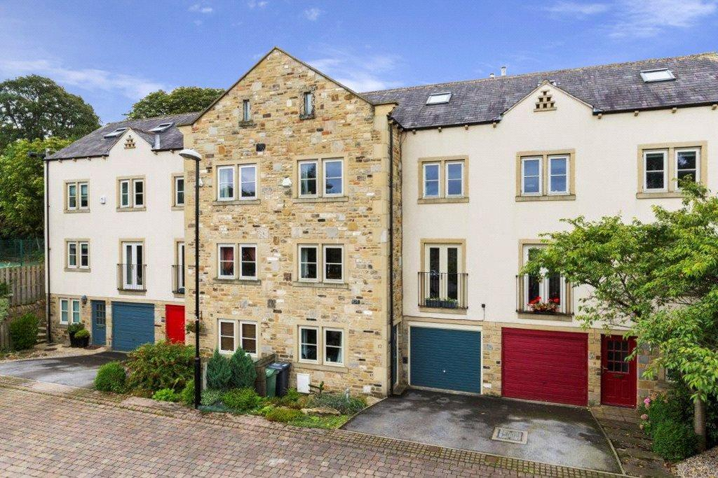 4 Bedrooms Town House for sale in Grove Mill Court, Otley