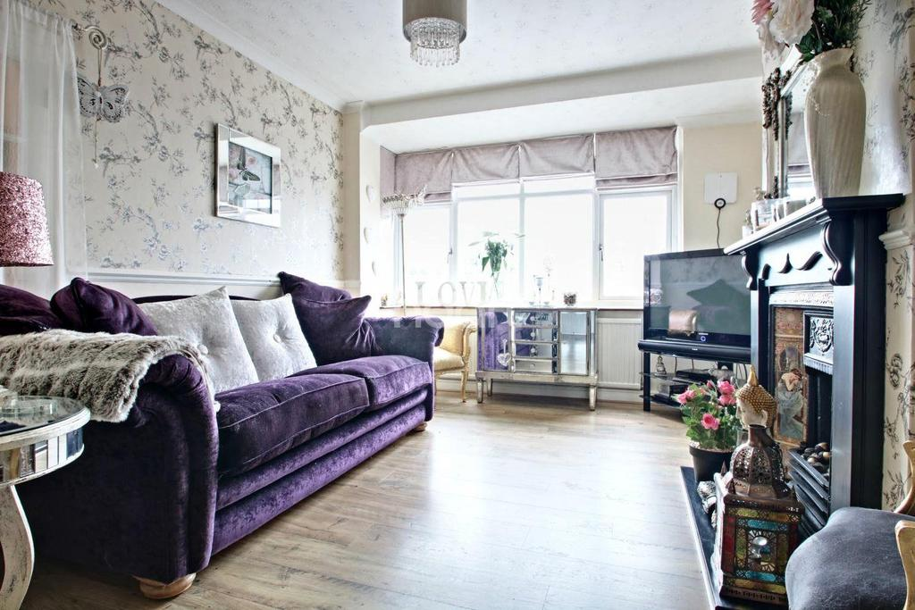 3 Bedrooms End Of Terrace House for sale in Tenterden Road, Dagenham