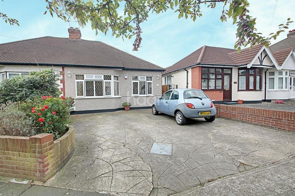 2 Bedrooms Bungalow for sale in Chepstow Avenue, Hornchurch