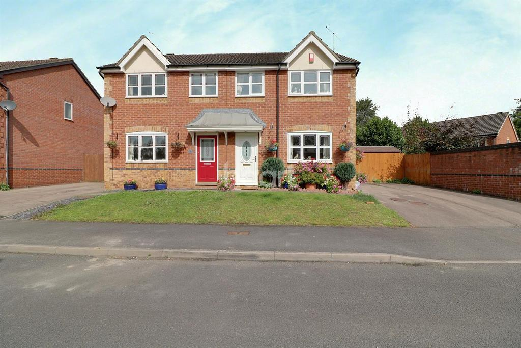 3 Bedrooms Semi Detached House for sale in Rushey Meadow, Monmouth