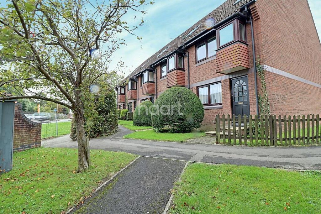 1 Bedroom Flat for sale in Meon Close, Petersfield