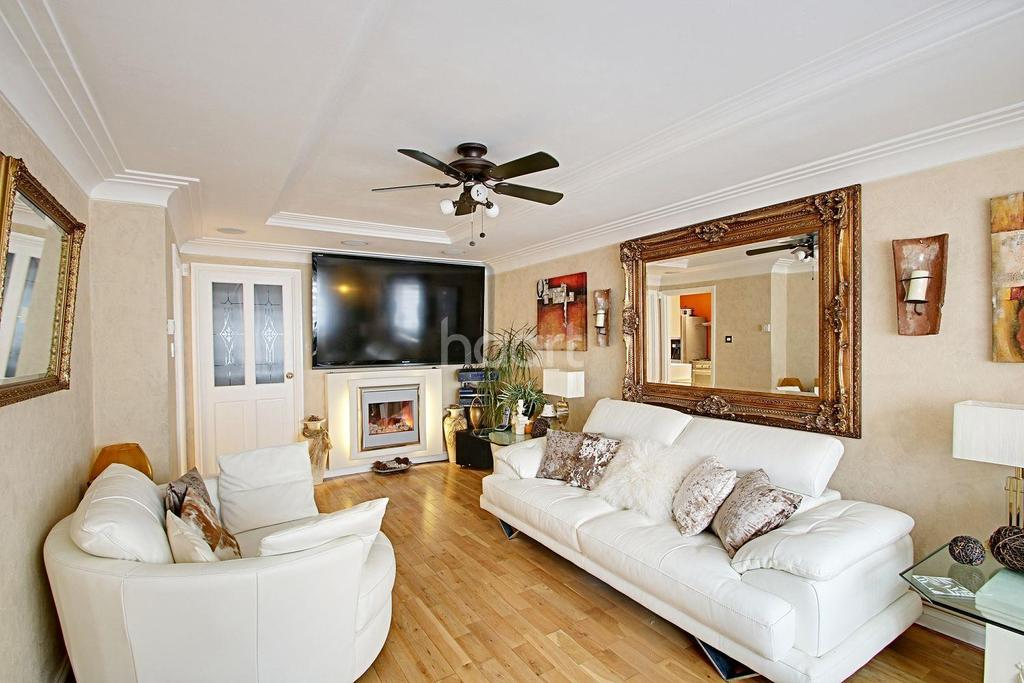 4 Bedrooms Detached House for sale in St Marys Lane, Upminster