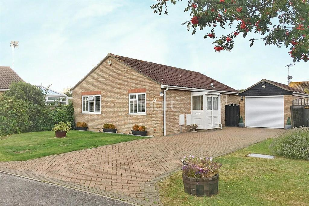 2 Bedrooms Bungalow for sale in Keynes Way, Dovercourt, Harwich, Essex