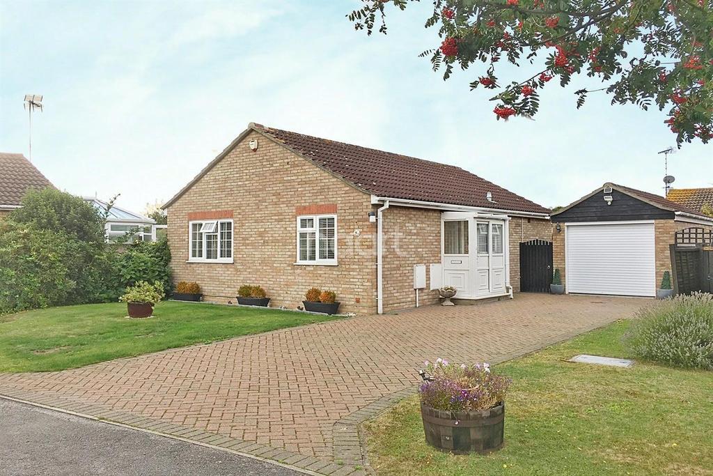2 Bedrooms Bungalow for sale in Keynes Way, Dovercourt, Harwich, Essex