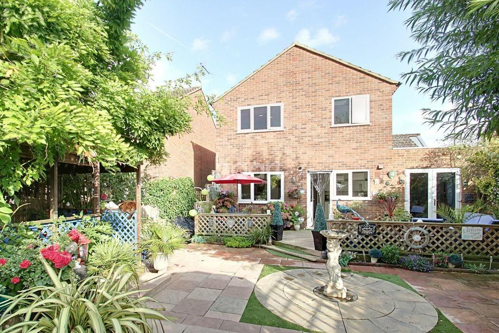 4 Bedrooms Detached House for sale in Wymington Road, Rushden