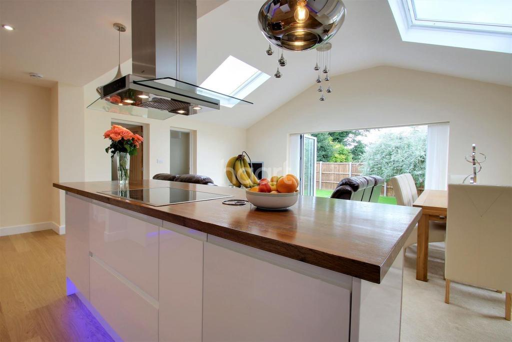 4 Bedrooms Bungalow for sale in Broadfield Road, Loose, ME15