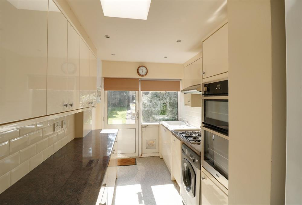 3 Bedrooms Terraced House for sale in Betstyle Road, Arnos Grove, N11