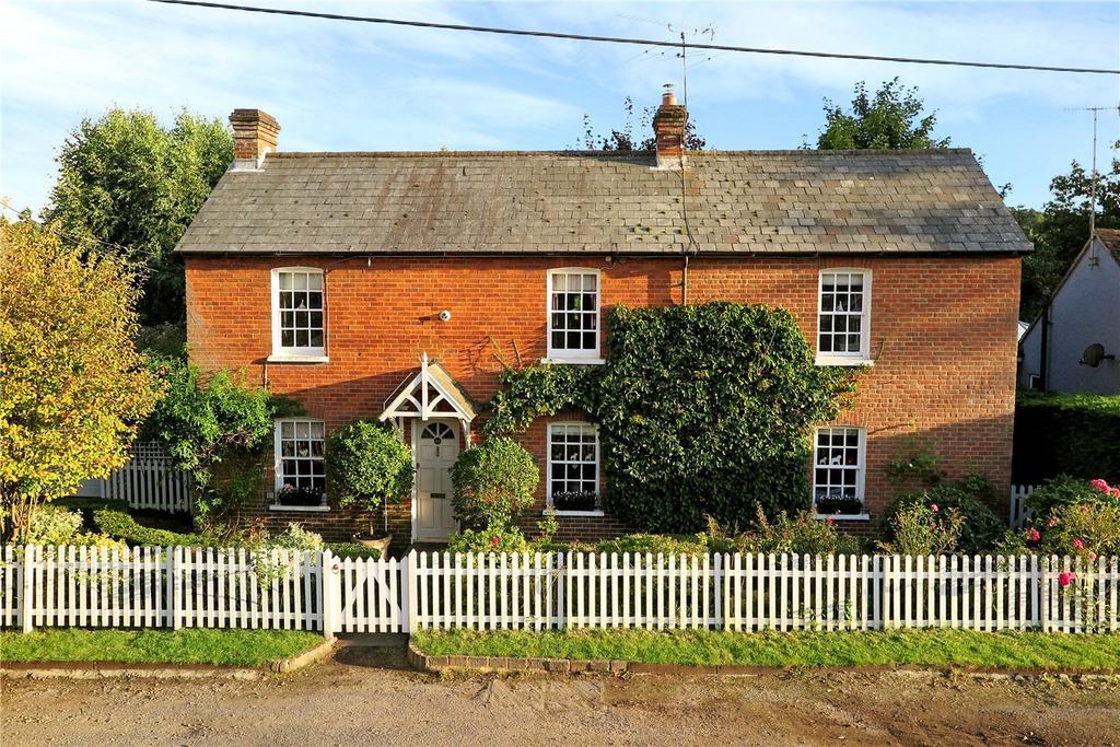 4 Bedrooms Detached House for sale in Middle Bourne Lane, Lower Bourne, Farnham, Surrey, GU10