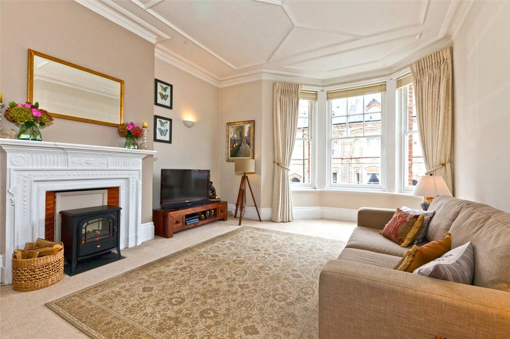 2 Bedrooms Flat for sale in Southwood Mansions, Southwood Lane, London, N6