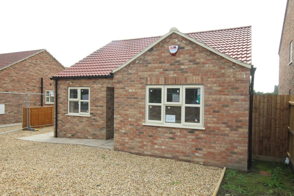 3 Bedrooms Detached Bungalow for sale in Basin Road, Outwell