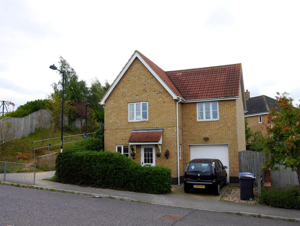 3 Bedrooms Detached House for sale in Durrant Road, Hadleigh, Suffolk, IP7 6GD