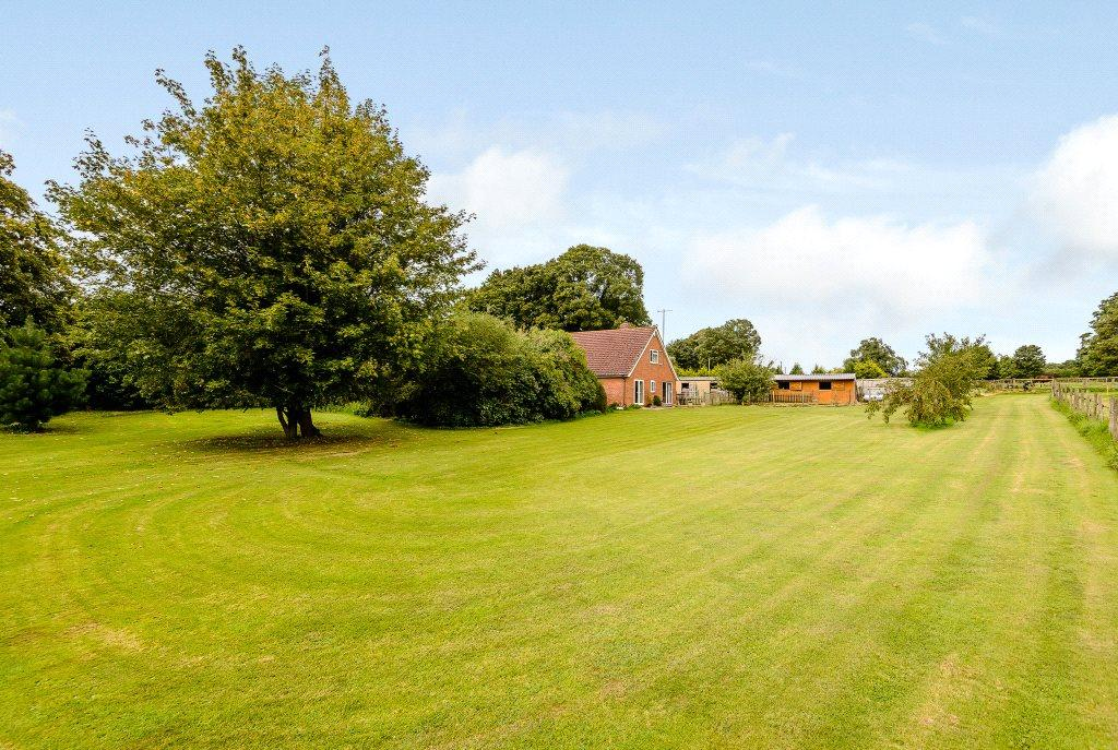 3 Bedrooms Detached House for sale in Woodlands St. Mary, Hungerford, Berkshire, RG17