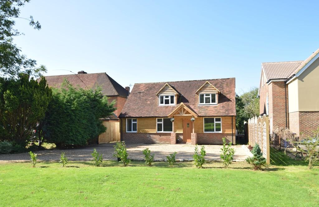 4 Bedrooms Detached House for sale in Guildford Road, Cranleigh GU6 8QZ