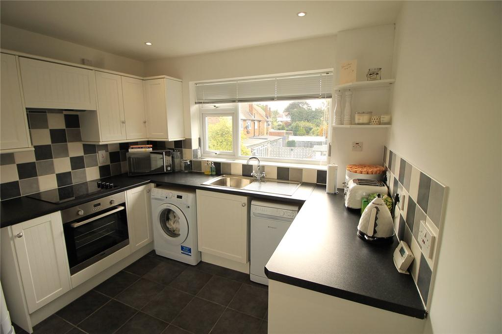 2 Bedrooms Apartment Flat for sale in Wash Road, Hutton, Brentwood, Essex, CM13