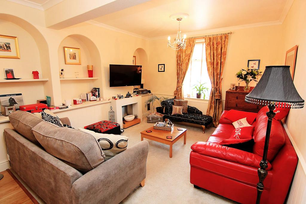 2 Bedrooms Terraced House for sale in 10 Westmoreland Street, Skipton,