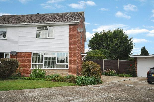 3 Bedrooms Semi Detached House for sale in Munro Avenue, Woodley, Reading