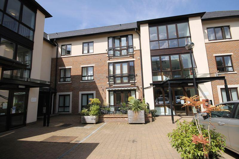 2 Bedrooms Flat for sale in St Georges Park, Ditchling Road, Burgess Hill, West Sussex