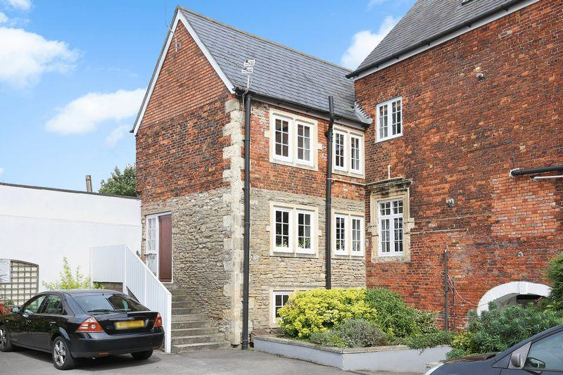 2 Bedrooms Apartment Flat for sale in Hill Street Court, Trowbridge