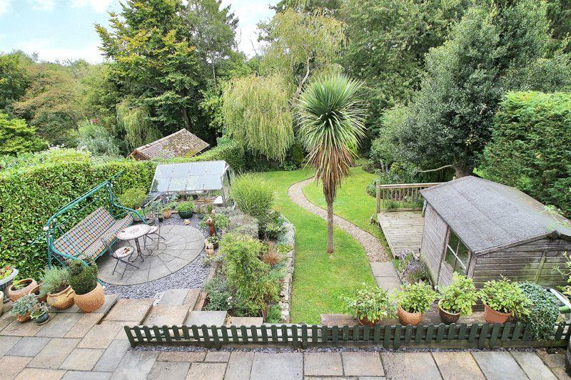 3 Bedrooms Detached Bungalow for sale in The Crescent, Horsham