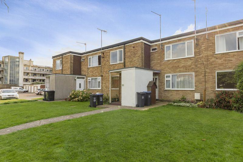 2 Bedrooms Flat for sale in Seamill Park Crescent, Worthing