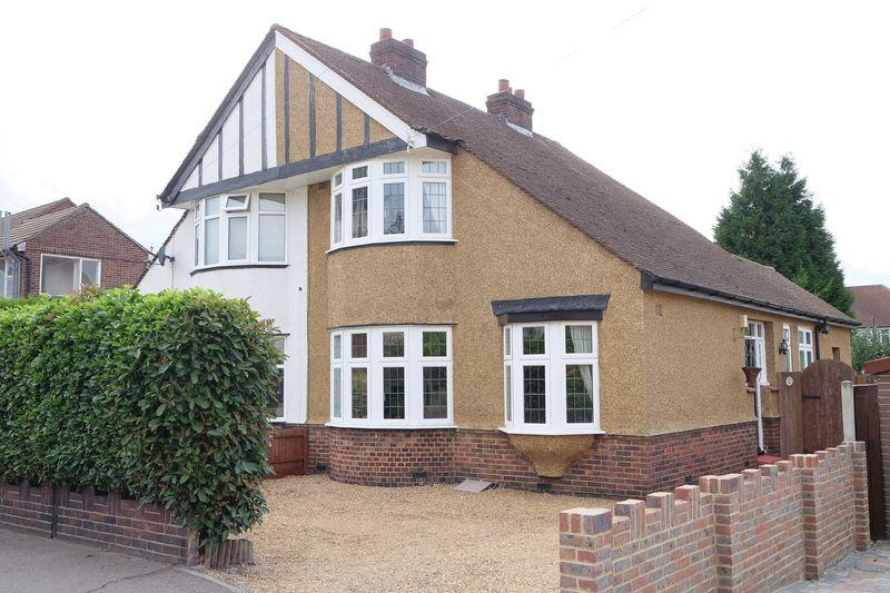 3 Bedrooms Chalet House for sale in Steynton Avenue, Bexley