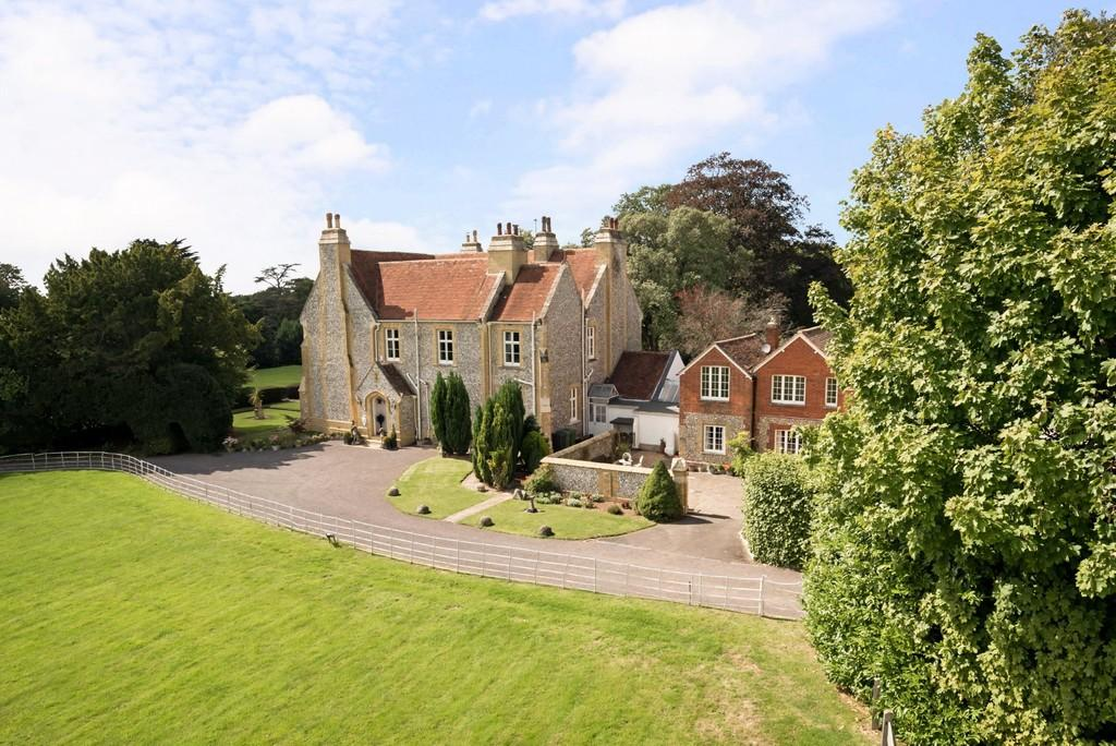 7 Bedrooms Detached House for sale in Blendworth, Hampshire