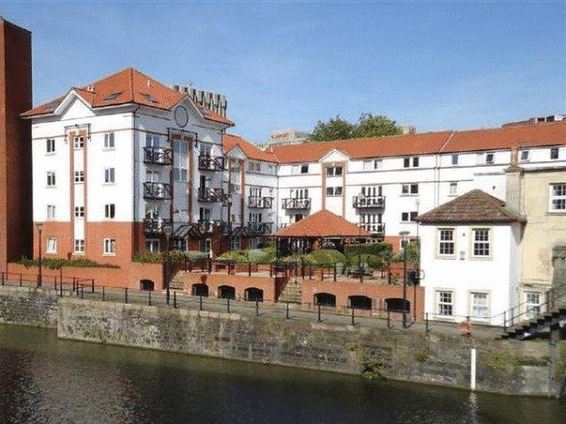 2 Bedrooms Flat for sale in Ferrymans Court, Bristol