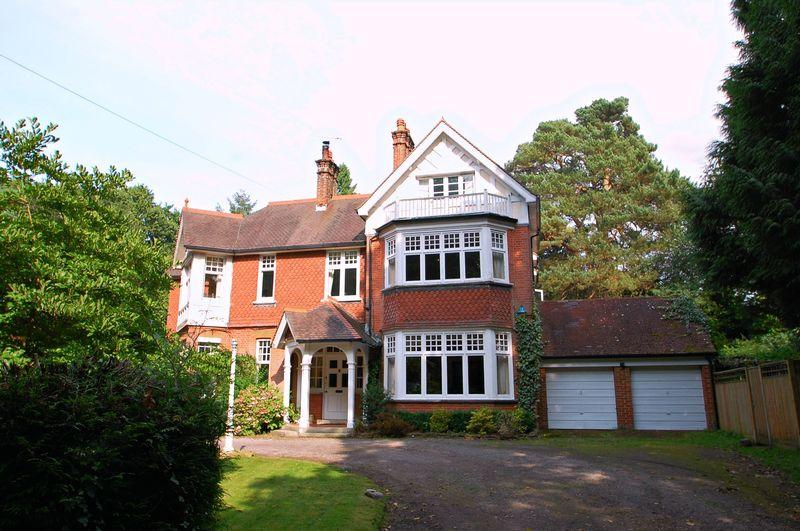 6 Bedrooms Semi Detached House for sale in Hill Brow Road, Liss, Hampshire