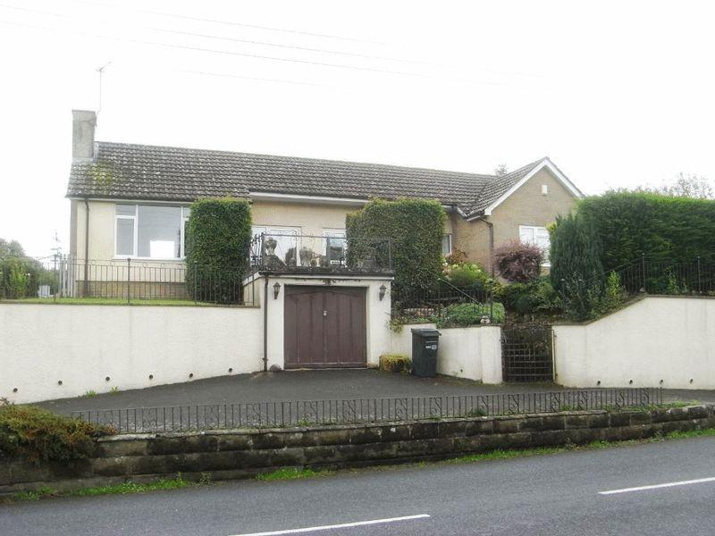2 Bedrooms Detached Bungalow for sale in Clapton Road, Crewkerne