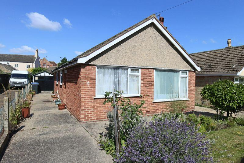 2 Bedrooms Detached Bungalow for sale in Grayson Avenue, Lowestoft