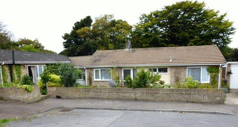 4 Bedrooms Detached Bungalow for sale in Kenilworth Close, St Margarets Bay