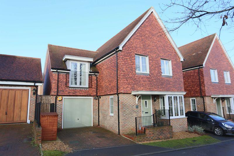 4 Bedrooms Semi Detached House for sale in Chilton Grove, Lindfield