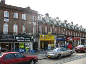 2 Bedrooms Flat for sale in Canons Corner, Edgware, Middlesex, HA8 8AE